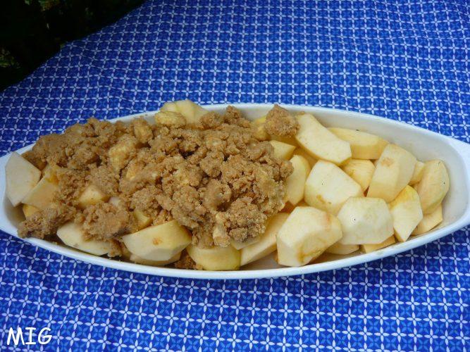 une partie avec juste les pommes coupées grossièrement, puis avec la pâte.