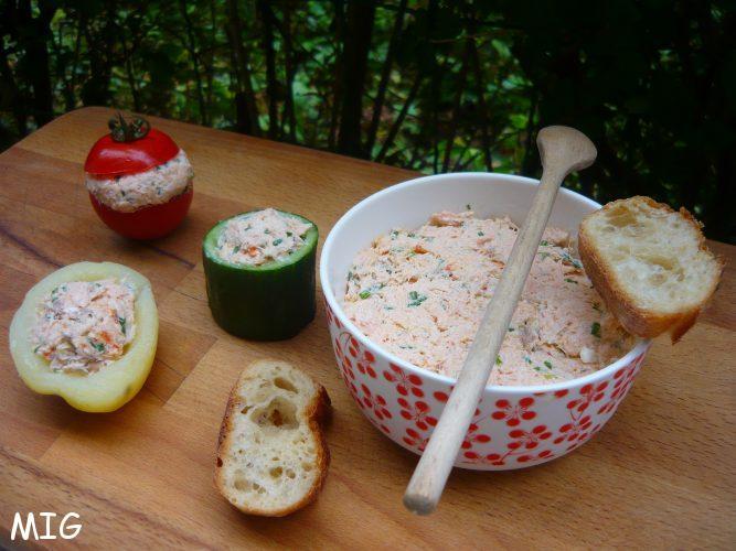 Si vous avez du pain rassis, tranchez-le finement, toastez-le, ce sera parfait.